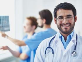论美国医学院学制或否减期